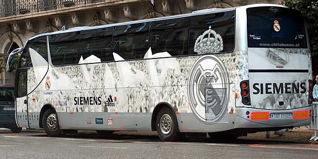 Apedrean autobús del Real Madrid