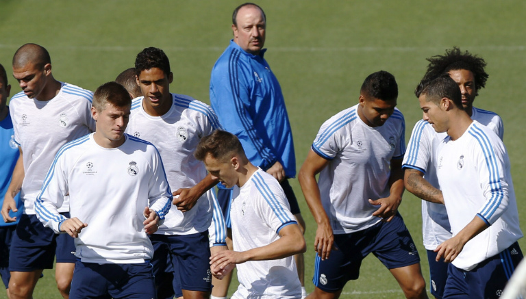 Benítez supervisa entrenamiento del Real Madrid