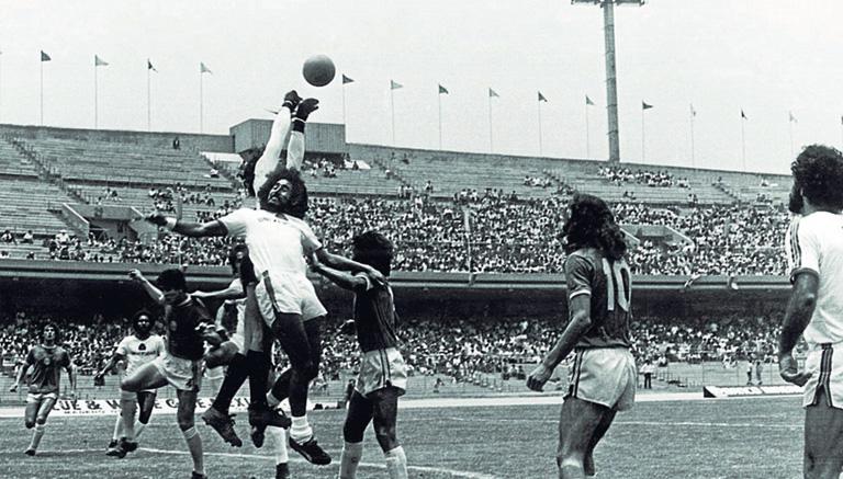 Pumas y América disputan un partido de Copa