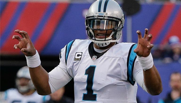 Cam Newton da indicaciones a su ofensiva