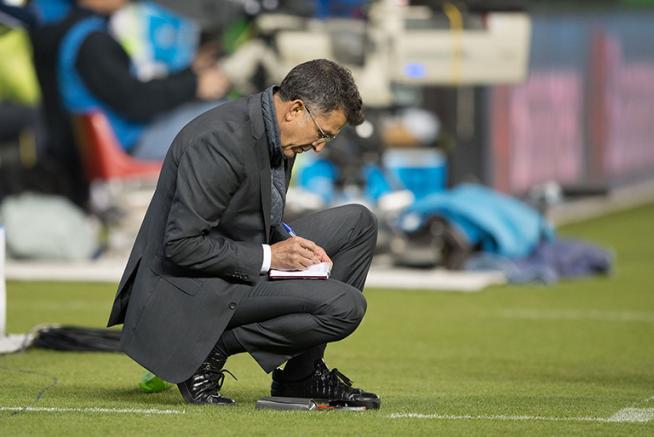Thumbnail Osorio hace apuntes en su libreta