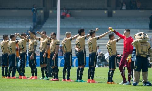 Jugadores de Pumas entonan el Himno de la UNAM