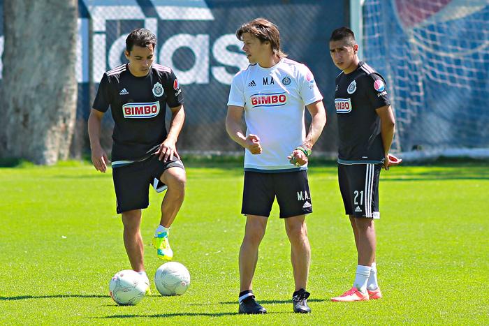 Almeyda dirige un entrenamiento de Chivas