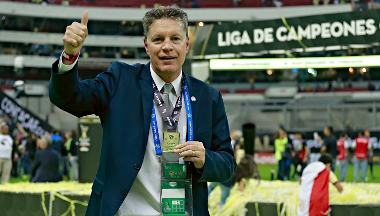 Thumbnail Ricardo Peláez presume su medalla de Concachampions