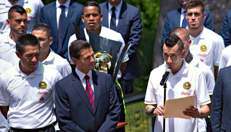 Rubens Sambueza habla durante vista del América a Los Pinos