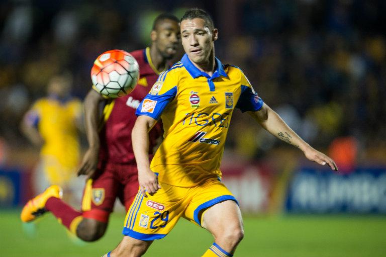 Jesus Dueñas y Javier Aquino jugarían con Chivas el Apertura 2016