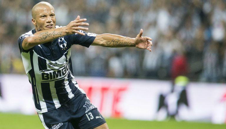 Thumbnail Carlos Sánchez festeja tras marcar con Rayados