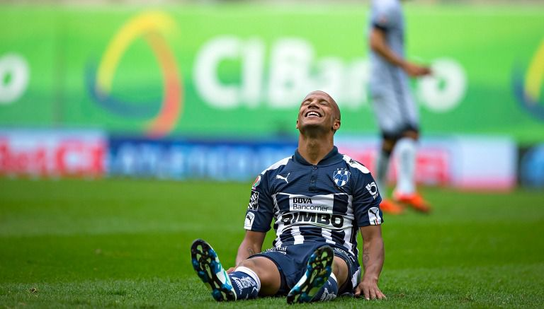 Thumbnail Sánchez se lamenta durante un partido de Monterrey