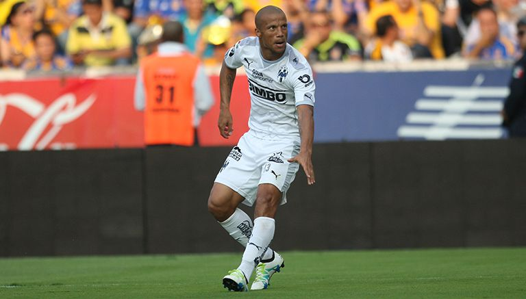 Carlos Sánchez, en partido con Monterrey
