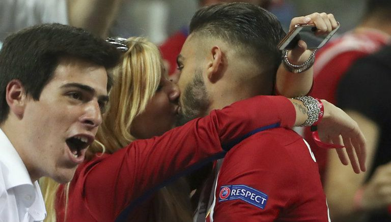 Thumbnail Momento del beso entre Ferreira Carrasco y su novia