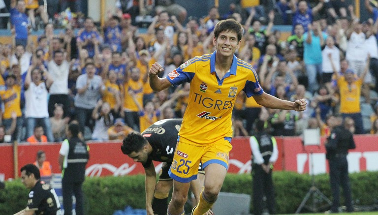 Damm festeja un gol con los Tigres