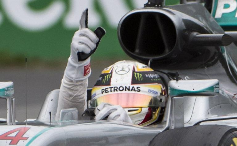 Hamilton señala al cielo tras ganar el GP de Canadá