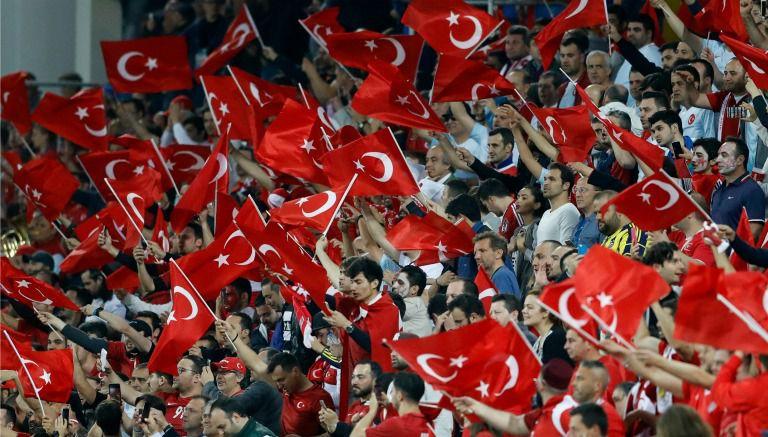 Thumbnail Afición de Turquía, durante el duelo contra Rep. Checa en la Euro