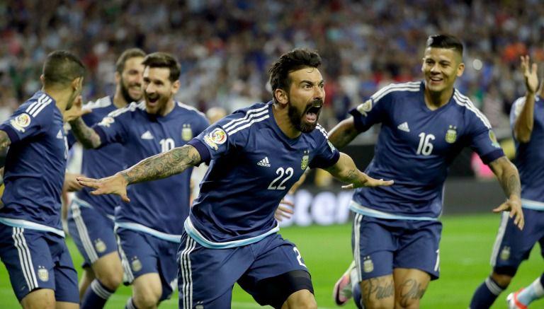 Thumbnail Ezequiel Lavezzi festeja un gol con Argentina