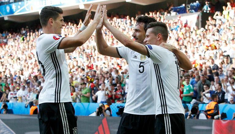 Thumbnail Gómez, Draxler y Hummels celebran el último gol teutón