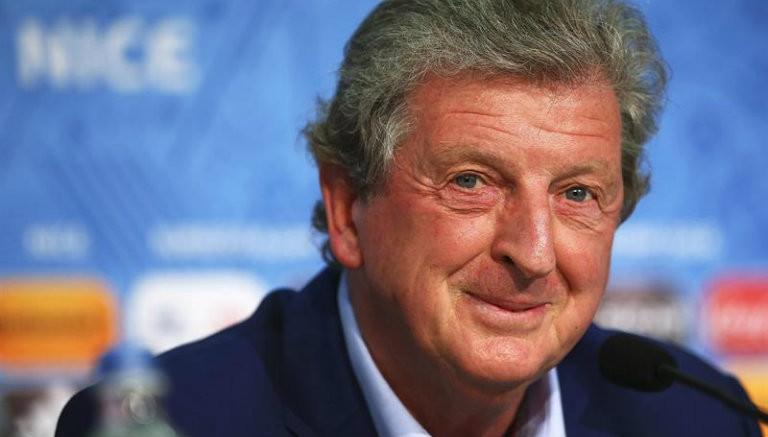 Thumbnail Hodgson en conferencia de prensa de Inglaterra