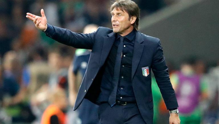 Thumbnail Antonio Conte, dando indicaciones a sus jugadores en la Euro