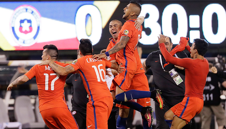 Thumbnail Los jugadores de La Roja celebran tras derrotar a Argentina