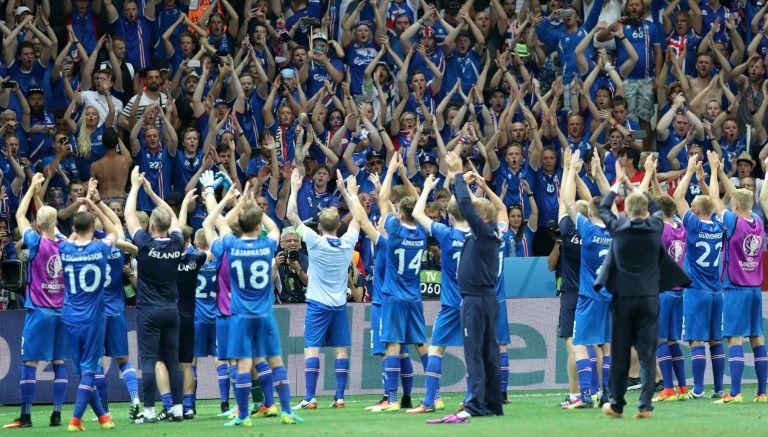 Thumbnail Islandia celebra con sus aficionados tras vencer a Inglaterra