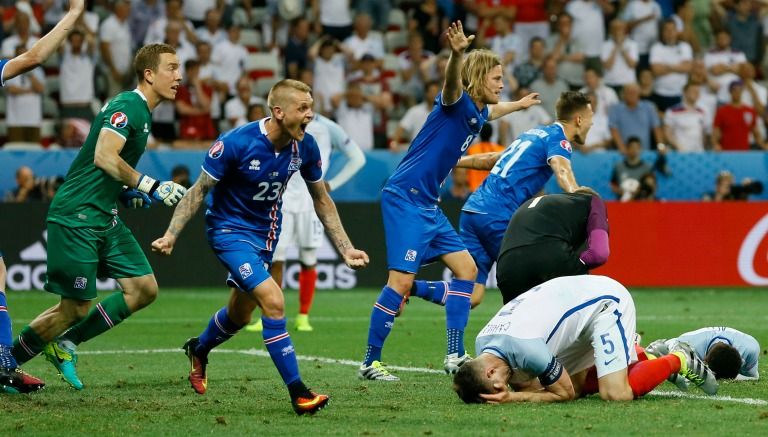 Thumbnail Los jugadores de Islandia celebran tras el silbatazo final contra Inglaterra