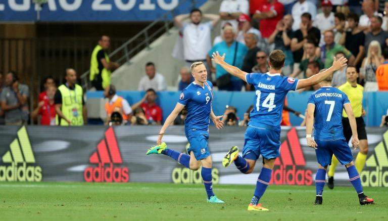Los jugadores de Islandia celebran el segundo gol frente a Inglaterra