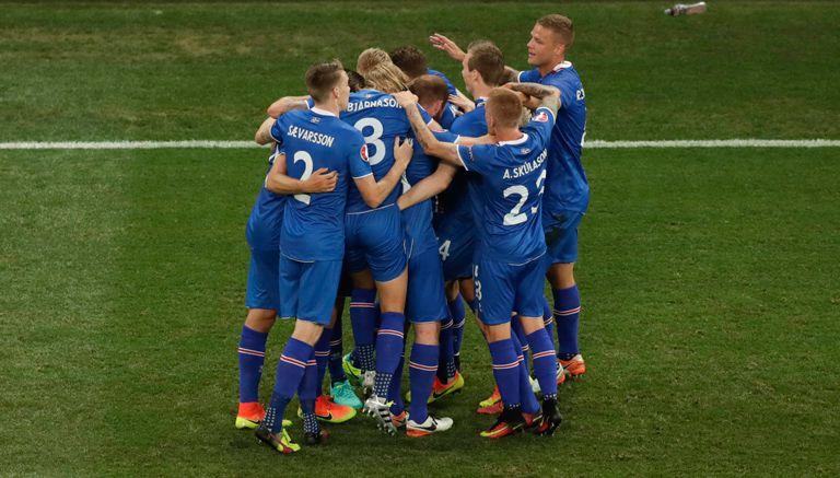 Thumbnail Jugadores de Islandia celebran pase a Cuartos de Final de Euro