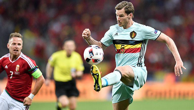 Thumbnail Jan Vertonghen controla el balón en el partido con Bélgica