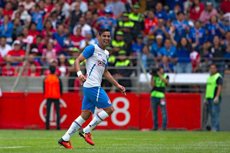 Jorge Benítez celebra un gol con Cruz Azul