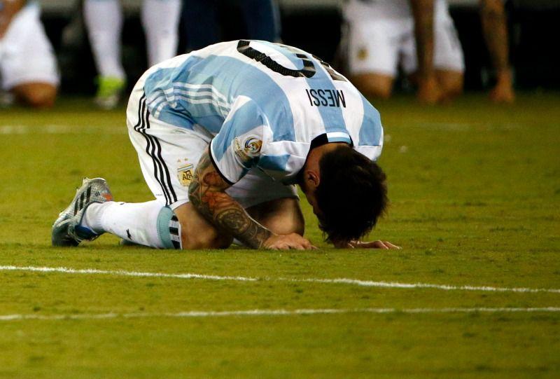Messi se lamenta después de la derrota de Argentina frente a Chile
