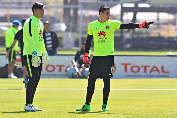 Muñoz y González durante una práctica de las Águilas