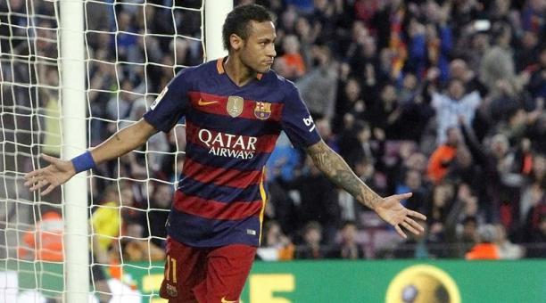 Neymar festeja una anotación con Barcelona