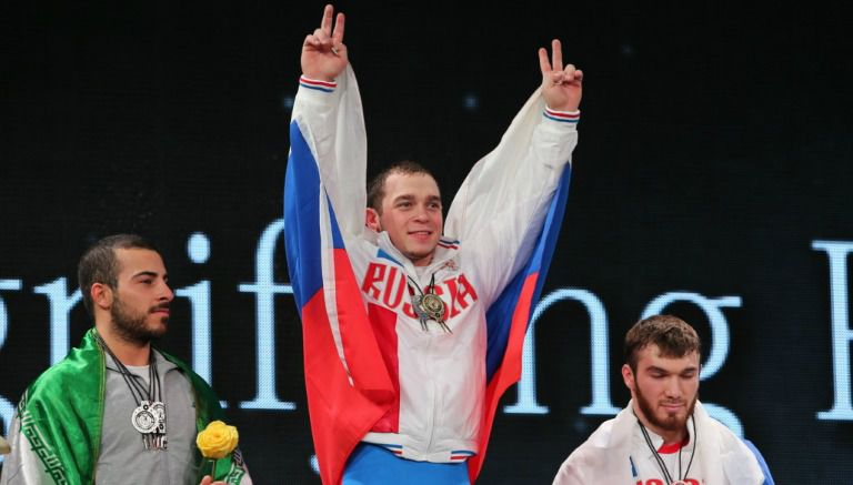 Thumbnail Artem Okulov celebra durante el Campeonato de la IWF en 2015