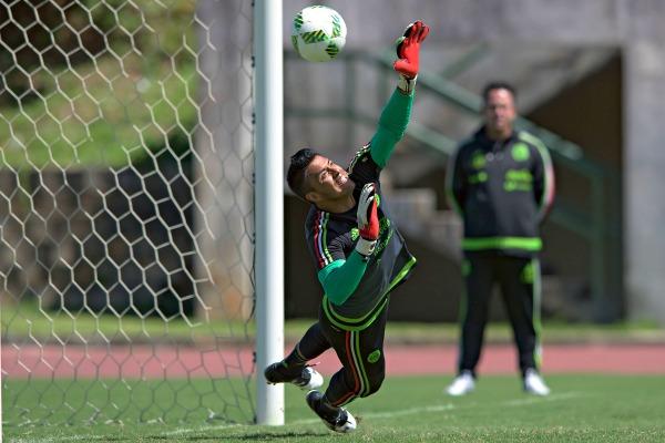 Alfredo Talavera durante el último entrenamiento antes del debut