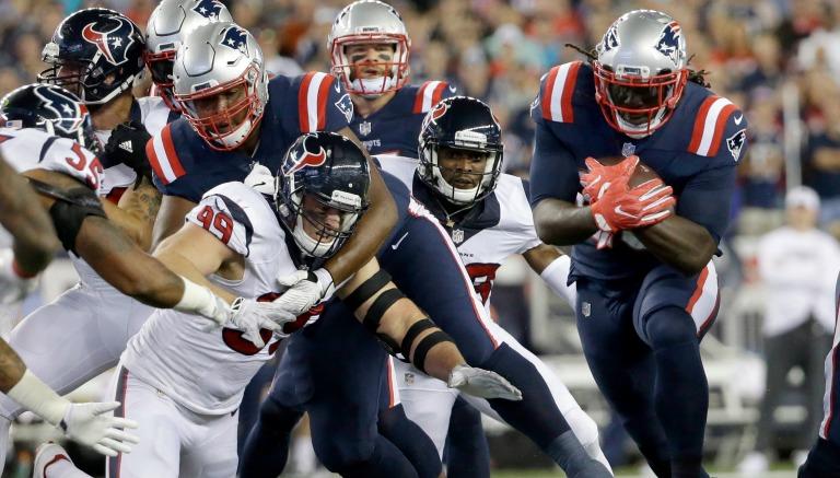 Thumbnail LeGarrette Blount acarrea el balón en el duelo entre Patriotas y Texanos