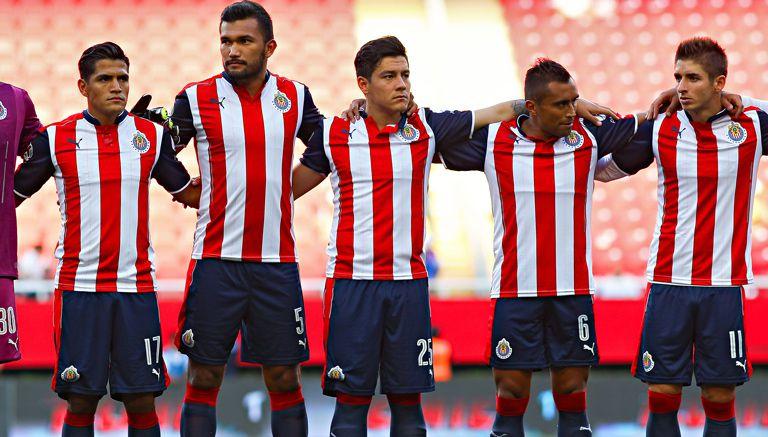 04a386d91057c Jugadores de Chivas posan previo a duelo contra Tigres