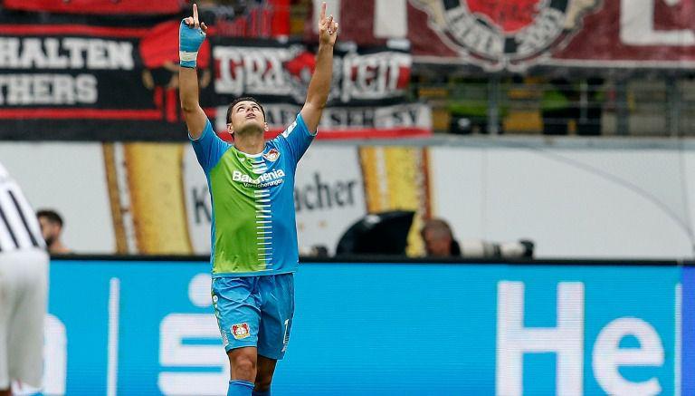 Thumbnail Chicharito celebra gol con Leverkusen