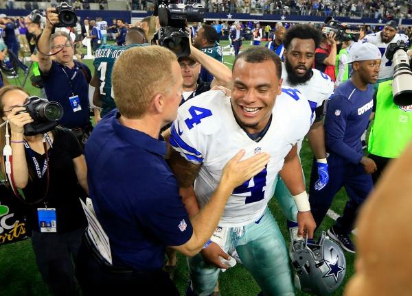 Garrret felicita a Prescott tras el triunfo de Dallas