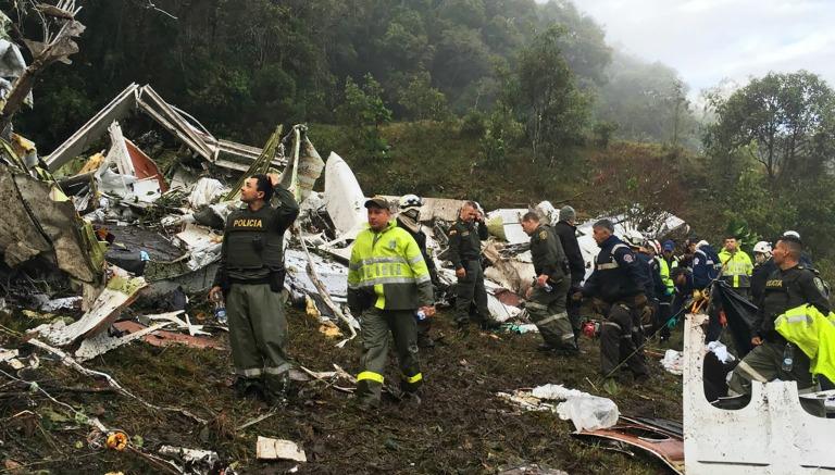 Thumbnail Policía de Colombia busca sobrevivientes entre los restos del avión