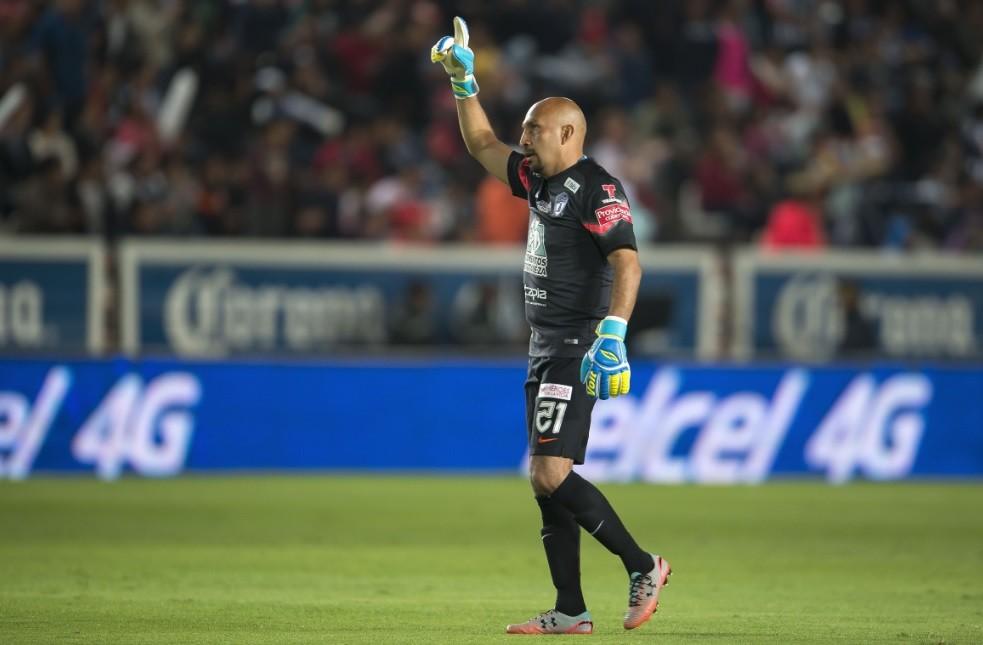 El Conejo celebra un gol con el Pachuca
