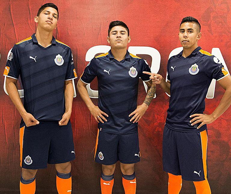 Los jugadores de Chivas lucen la nueva armadura fe58a5910cd1e