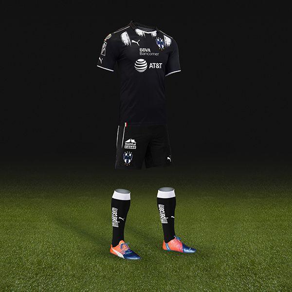 El tercer uniforme de Rayados en su mayoría es negro con algunos vivos  blancos 325fc361c1a7b