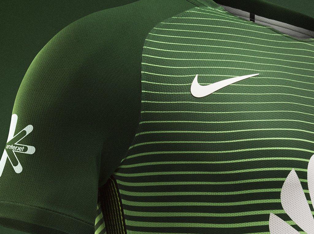 El logo de Nike aparece en color blanco