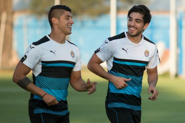 Pizarro y Pulido, en un entrenamiento de Chivas en Verde Valle