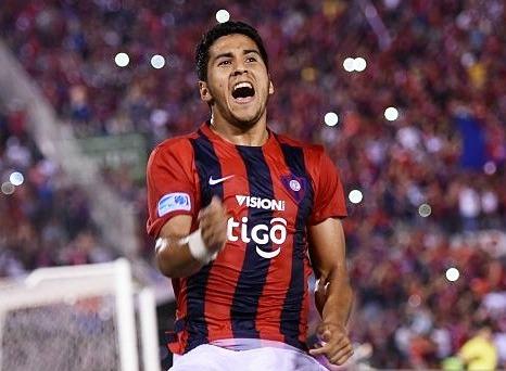 Domínguez grita eufórico una anotación con Cerro Porteño