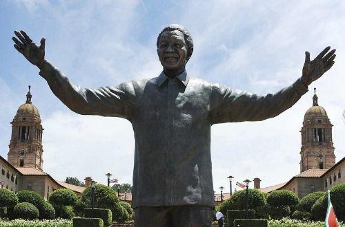 Una estatua de Nelson Mandela