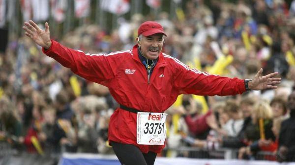 Roberto Madrazo, feliz tras terminar el Maratón de Berlín
