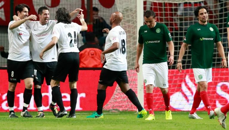 Leyendas de la Liga Española celebran un gol