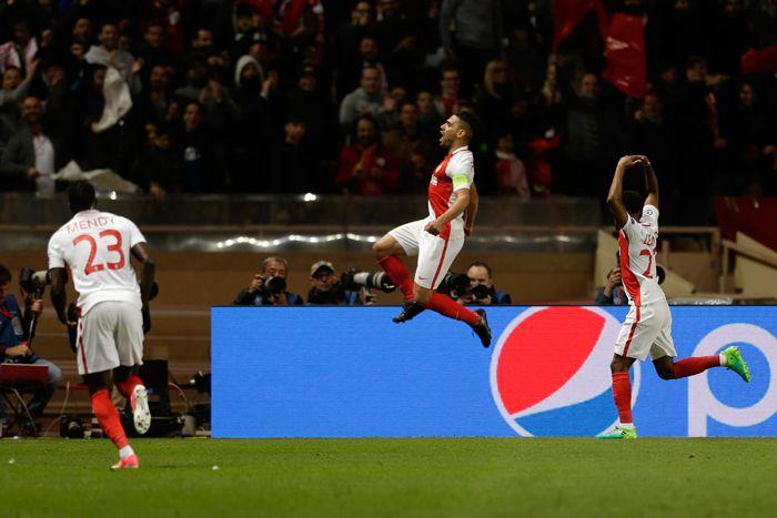 Falcao festeja su anotación contra el Borussia Dortmund