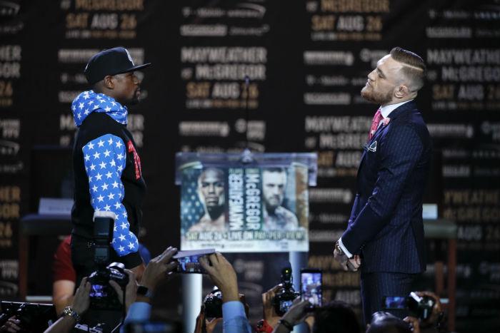 Ambos peleadores, frente a frente