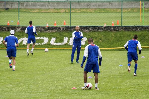 Jémez coordinando una práctica de Cruz Azul en La Noria